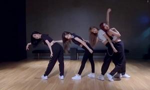 Black Pink đồng loạt khoe cơ bụng trong clip luyện tập