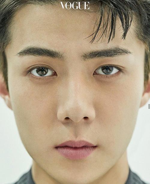 Những mỹ nam Kpop nổi bật nhờ bộ phận cơ thể không hoàn hảo - 4