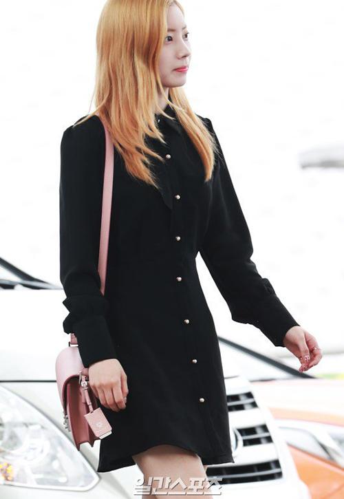 Twice bị chê mặt mộc, Victoria mặc kiểu áo gây hoang mang - 7