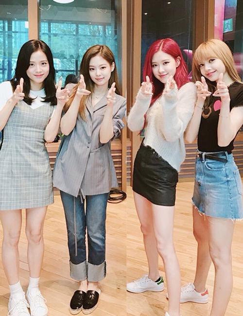 Các cô gái tiết lộ hình mẫu lý tưởng trên show radio.