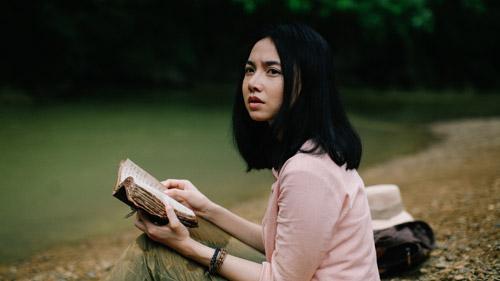 Đinh Ngọc Diệp đóng vai trò người kể truyện trong phim.