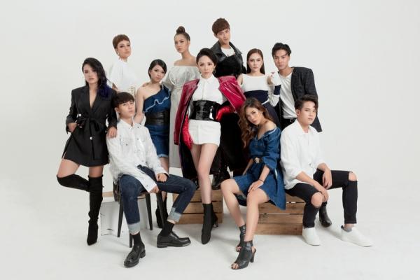 Tóc Tiên là HLV đầu tiên trong bộ tứ quyền lực Giọng hát Việt 2018 cán  đích đầu tiên với 10 thành viên trong vòng giấu mặt. Cô đã chiêu mộ được những cá tính âm nhạc riêng, tạo nên sự đa màu sắc so với team đối thủ. Hiện các thí sinh đã có những ngày tập trung và chuẩn bị cho vòng Đối đầu.