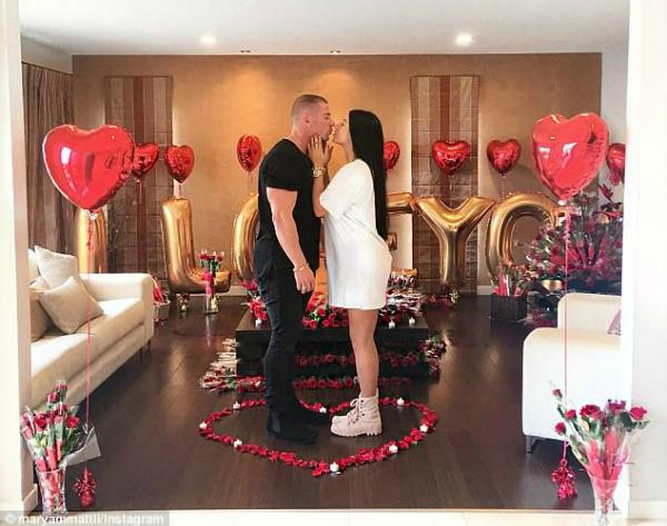Anh chàng từng tặng bạn gái 1.000 bông hồng vào ngày lễ tình nhân.