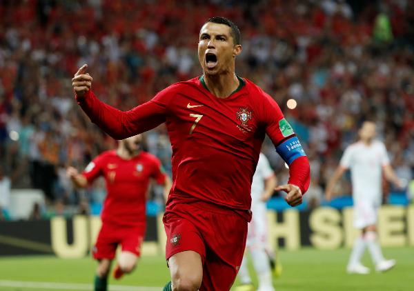 Ronaldo lập hat-trick trong ngày đầu ra quân tại World Cup 2018.