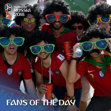 Trong ngày thi đấu thứ 2 hôm 15/06, nhóm CĐV của đội tuyển Bồ Đào Nha đã được bình chọn về độ máu lửa. Màn ăn mừng của CĐV khiCristinano Ronaldo tỏa sáng với cú hattrick giúp Bồ Đào Nha cầm hòa nhà cựu vô địch Tây Ban Nha với tỉ số 3-3 được bình chọn ấn tượng nhất.