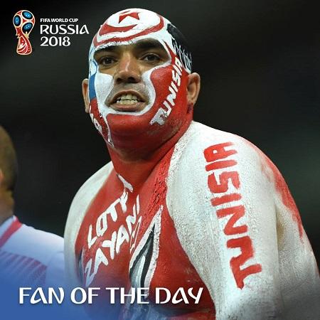 Tunisia đã bị tuyển Anh khuất phục ở những phút cuối cùng do công của Harry Kane vào hôm 18/6,nhưng CĐV Tunisia mới được bình chọn ấn tượng nhất. Anh chàng này hóa trang thành một đấu sĩ trong phong cách trình diễn Body Art.