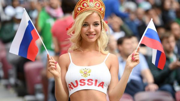 Fan hâm mộ bóng đá Nga tại trận mở màn World Cup tại sân vận động Luzhniki của Moskva. Ảnh: Sputnik.