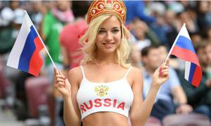 Fan nữ nổi nhất World Cup bị xúc phạm vì đóng phim cấp ba