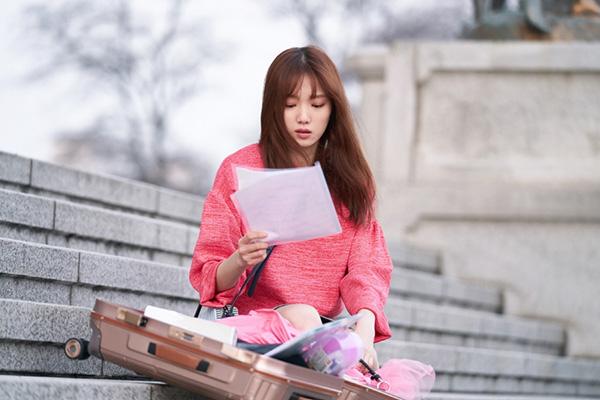 Váy áo màu kẹo ngọt siêu hack tuổi của Lee Sung Kyung trong About Time - 3