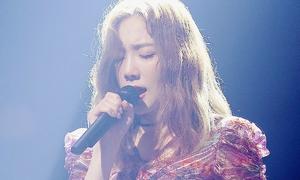 Tae Yeon bật khóc, cúi đầu xin lỗi khán giả vì hát hỏng nốt cao