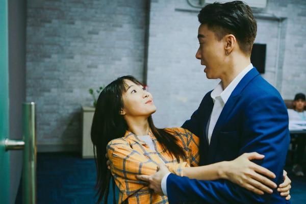 Jang Mi la hét vì bị S.T nhìn trộm khi đang tắm