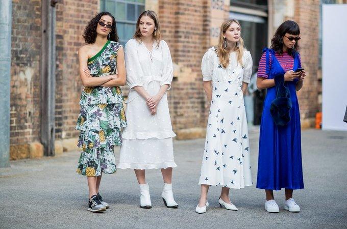 <p> Đủ loại đầm suông cho các cô gái cùng diện khi ra phố.</p>