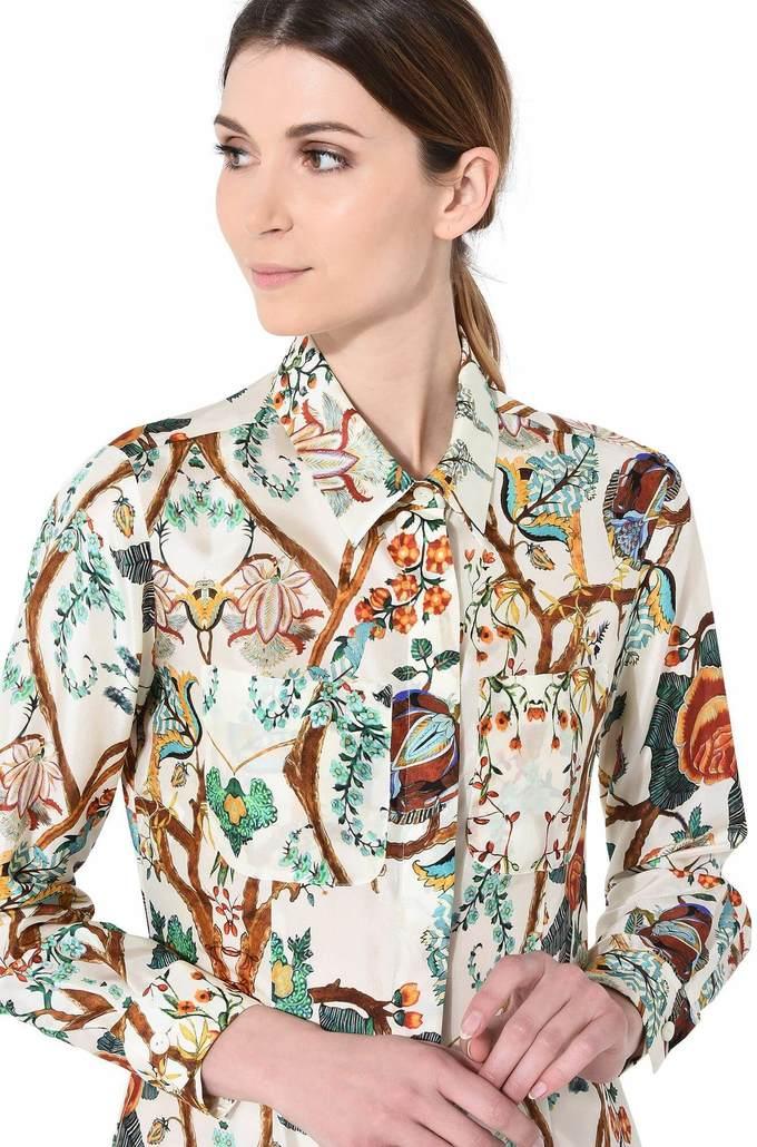 <p> Đây là một thiết kế đến từ BST Spring-Summer của NTK người Italy Alberta Ferretti. Bộ váy này đang được bán với giá 2.050 USD.</p>