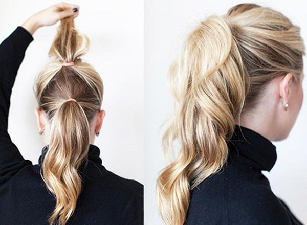 Tóc đuôi ngựa trông cũng sẽ kém sang nếu như phần đuôi tóc quá mỏng. Mẹo hay dành cho bạn là thay vì buộc một lần, hãy chia phần tóc ra làm hai và buộc thành hai chiếc đuôi ngựa chồng lên nhau.
