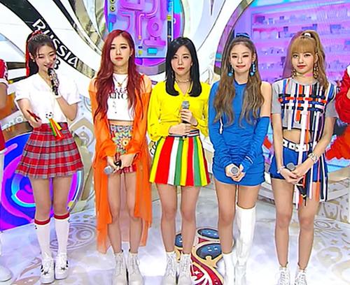Những idol nữ đủ sức cân mọi cuộc chiến nhan sắc - 4