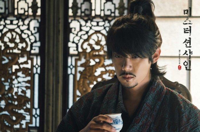 <p> Trong những năm tháng tha phương nơi xứ người, Dong Mae trở thành tay kiếm hàng đầu giáo phái Kokuryukai. Khi trở về Hàn, Dong Mae cũng đem lòng yêu tiểu thư quý tộc Go Ae Shin và quyết đánh đổi mọi thứ để bảo vệ người con gái trong mộng của mình.</p>