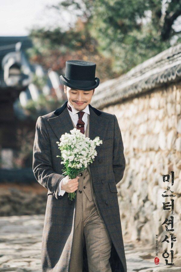 <p> Bên cạnh Lee Byung Hun và Yoo Yeon Seok, nhân vật của Byun Yo Han hứa hẹn mang lại cuộc tình tay tư rối rắm nhưng không kém phần lãng mạn dành cho nữ chính. Tạo hình quý ông tri thức của Kim Hee Sung cũng rất ấn tượng và phù hợp với những trang phục phương Tây lịch lãm, bảnh bao.</p>
