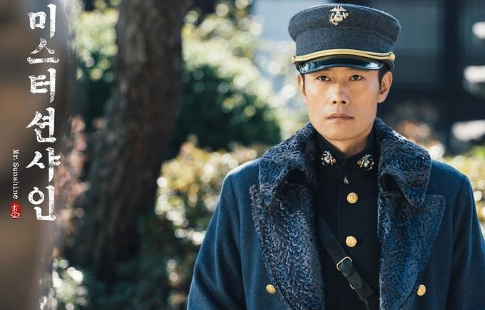 <p> Khi lớn lên, Choo Yoo Jin trở lại Hàn khi triều đại Joseon trở nên hỗn loạn. Với danh phận là một Đại úy hải quân Mỹ, anh tình cờ gặp gỡ và đem lòng yêu cô con gái nhà quý tộc Go Ae Shin (Kim Tae Ri).</p>