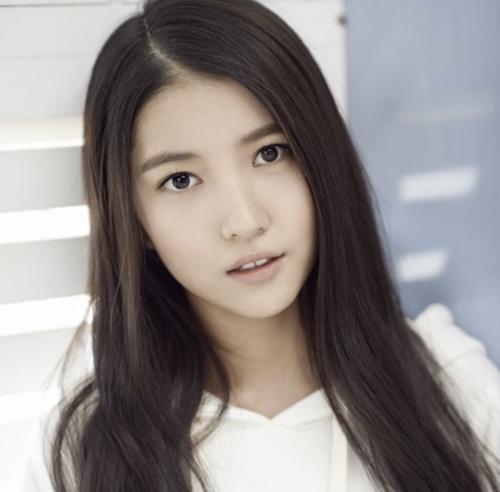 Sowon - chị cả nhóm nhạc GFriend.