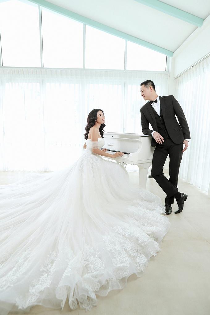 <p> Ánh mắt trìu mến cùng cử chỉ yêu thương chồng dành cho Trang Trần.</p>