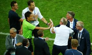 Huấn luyện viên Thụy Điển nổi giận vì bị Đức khiêu khích