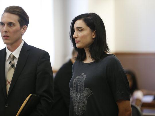 Revis và luật sư trong phiên tòa hôm 21/6.