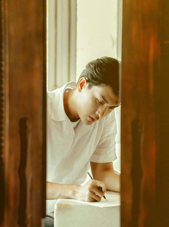 <p> Câu chuyện kể về mối tình xuyên thời gian giữa Eun Joo (Châu Bùi) và Han Sung Hyun (Quang Đại) - (ở trong bản gốc là Jun Ji Hyun và Lee Jung Jae) với những bức thư gửi đến từ một người sống ở năm 1999 và một người ở năm 1997.</p>