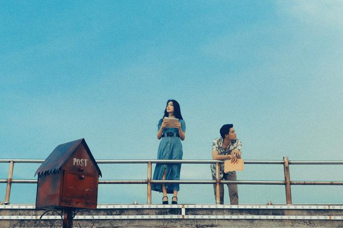 """<p> Nam người mẫu chia sẻ về lần đầu tiên kết hợp đầy thú vị cùng Châu Bùi: """"Khi quyết định làm câu chuyện thứ tư trong dự án In the movie lấy cảm hứng từ câu chuyện tình trong phim<em> Il Mare </em>(Chuyện tình kỳ lạ), người đầu tiên Đại nghĩ đến là Châu Bùi. Vừa biết về dự án, Châu tỏ ra khá hào hứng và đồng ý ngay lập tức. Trong quá trình quay ở Phú Quốc, dù thời tiết rất nắng, Đại rất ấn tượng với sự nhập vai và biến hoá của Châu. Cảm giác hai anh em thật sự dành cho nhau. Biết đâu đấy, sau dự án này hai anh em sẽ còn gặp nhau ở trong những thước phim dài hơn"""".</p>"""