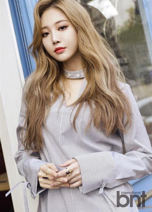 Thành viên Yura của nhóm Girls Day vừa được công bố là sẽ dẫn dắt chương trình Hoa hậu Hàn Quốc 2018. Chia sẻ về điều này, Yura cho biết: Tôi luôn mong chờ cuộc thi hoa hậu từ khi còn bé, được làm MC cuộc thi là vinh dự với tôi, rất hi vọng sẽ sớm được đứng trên sân khấu cùng các cô gái xinh đẹp. ------------ Xem thêm: Chỉ là MC Hoa hậu Hàn Quốc 2018 thôi nhưng Yura của Girls Day được khen đẹp hơn cả thí sinh, http://vietbao.vn/The-gioi-giai-tri/Chi-la-MC-Hoa-hau-Han-Quoc-2018-thoi-nhung-Yura-cua-Girls-Day-duoc-khen-dep-hon-ca-thi-sinh/190157487/235/ Tin nhanh Việt Nam ra thế giới vietbao.vn