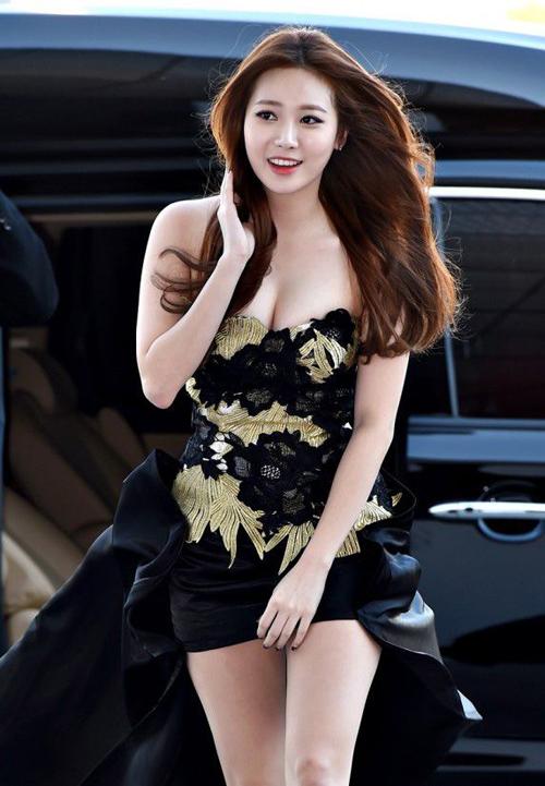 Yura sinh năm 1992, được đánh giá là gương mặt xinh đẹp nhất nhì Girls Day. Cô nàng sở hữu chiều cao 1,7 m chuẩn mực cùng thân hình gợi cảm.
