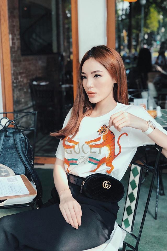<p> Gucci là nhà mốt mà Kỳ Duyên yêu thích. Túi đeo 20 triệu đồng phối cùng áo Gucci 15 triệu đồng là những món đồ Kỳ Duyên thường xuyên mặc xuống phố.</p>