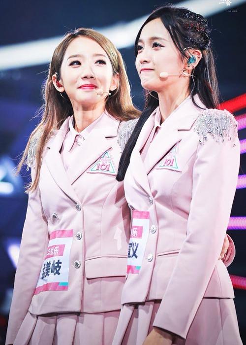 Mạnh Mỹ Kỳ và Ngô Tuyên Nghi xúc động rơi nước mắt khi được debut trong nhóm nữ mới ở quê nhà Trung Quốc.