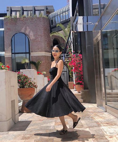 Phạm Quỳnh Anh trẻ xinh như teen girl khi đi tham quan Beverly Hills, Mỹ.