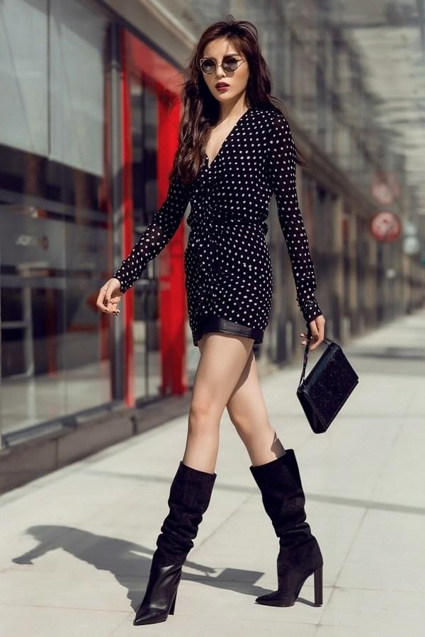 """<p> Diện váy chấm bi bèo nhún của Saint Laurent cùng loạt phụ kiện hàng hiệu, Kỳ Duyên cho thấy sự """"lột xác"""" về gu thẩm mỹ cũng như cách chi tiền mạnh tay cho diện mạo cá nhân.</p>"""