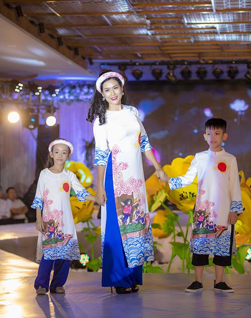 Nhiều tràng vỗ tay của khán giả dành cho sự xuất hiện mới mẻ của chị Nguyệt.