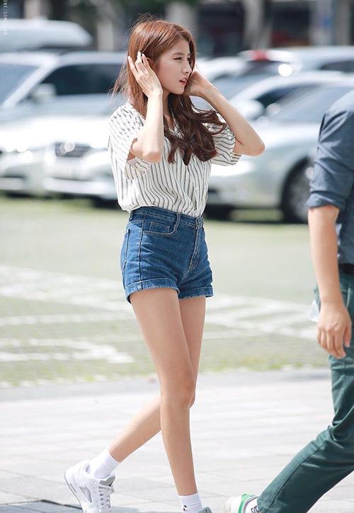 Thành viên Ye Rin bảo vệSo Won trước một số ý kiến phản đối thân hình siêu gầy của cô nàng: Dù có ăn nhiều đến mức nào, So Won vẫn chẳng thể tăng cân nổi. Cô ấy không biết lý do tại sao và cũng stress về điều này lắm.