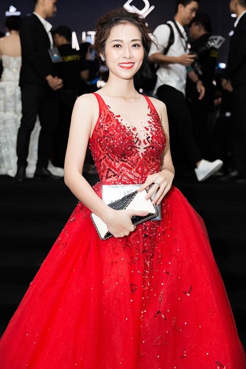 Diệp Bảo Ngọc diện váy đỏ rực rỡ như công chúa cổ tích.