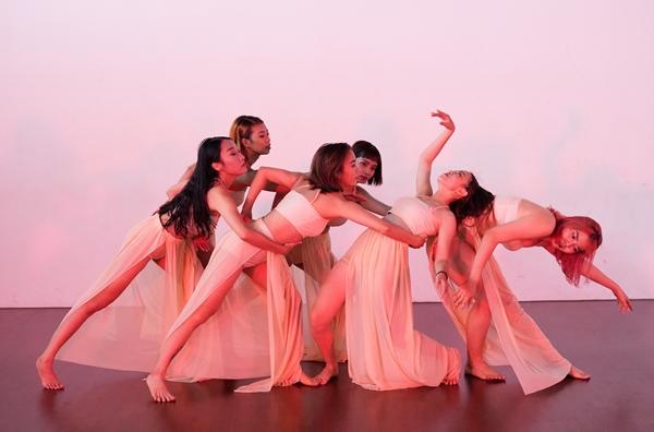 Thông điệp MV được truyền tải qua ngôn ngữ của bộ môn nghệ thuật múa.