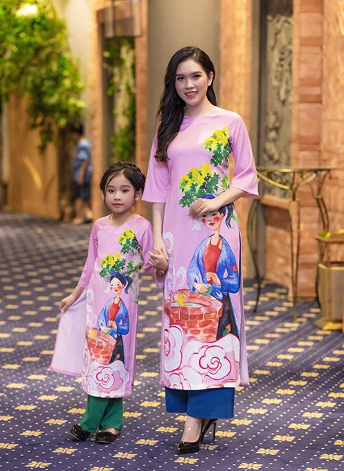 người đẹp Thuỳ Dương (bà xã diễn viên Minh Tiệp) và con gái,