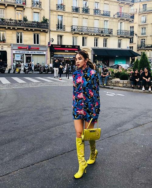 Dara khoe style sành điệu hàng hiệu khi đến dự show thời trang ở Paris.