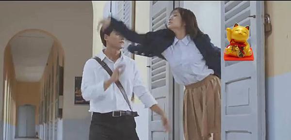 Dở khóc dở cười khi lỡ tay nhấn pause MV Việt