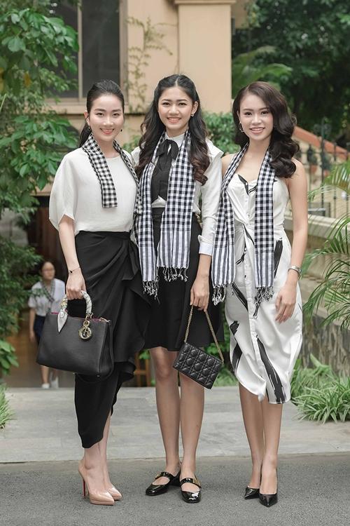 Tại Hà Nội, Huyền My, Tú Anh, Thanh Tú, Hồng Nhung, Lan Hương, Phùng Bảo Ngọc Vân... cũng khoe sắc mỗi người một vẻ.
