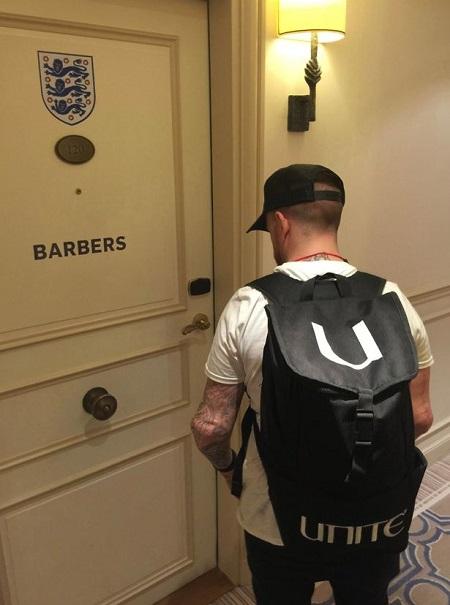 Có hẳn 1 salon tóc cho các cầu thủ ngay tại đại bản doanh của tuyển Anh.