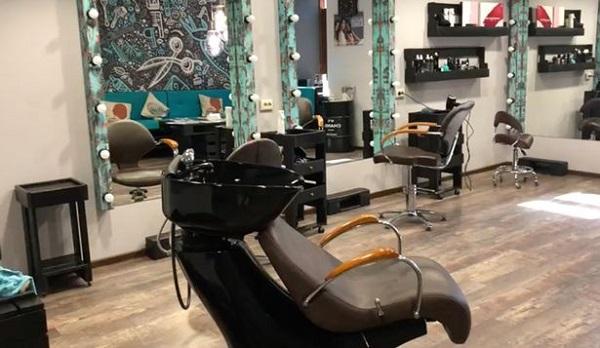 Dù là tạm bợ nhưng trang thiết bị ở đây hiện đại không kém tiệm tóc nào trên thế giới.