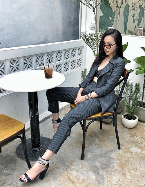 Thời trang của Băng Di luôn phản ánh rất rõ cá tính mạnh mẽ của cô nàng. Cây suit menswear mà cô nàng chọn diện tuần qua là một ví dụ.