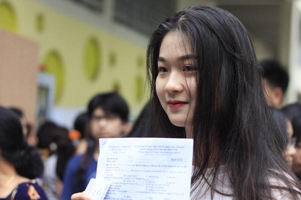 Bạn Lưu Hà My (Hà Nội) tự tin cho biết mình sẽ được 8 - 9 điểm với đề tiếng Anh năm nay.