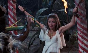 Cảnh chạy trên đàn cá sấu khó tin trong phim về điệp viên 007
