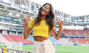 Người yêu thua đau, siêu mẫu Victoria's Secret vẫn vui vẻ cổ vũ Brazil
