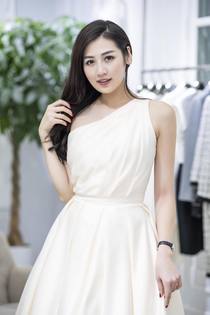 <p> Chiều qua (27/6), nhiều người đẹp trong đó có dàn hoa hậu, á hậu cùng tụ hội để thử trang phục chuẩn bị cho show diễn cá nhân đầu tiên trong sự nghiệp của NTK Hà Duy.</p>