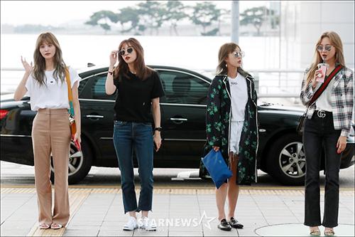 Bốn thành viên của EXID đều có phong cách thời trang cá tính, năng động. LE (ngoài cùng, bên phải) gia nhập hội idol phát cuồng vì Gucci.